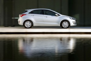 Hyundai i30 side motion shot
